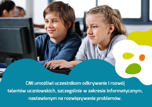 Dwójka dzieci przed komputerem.